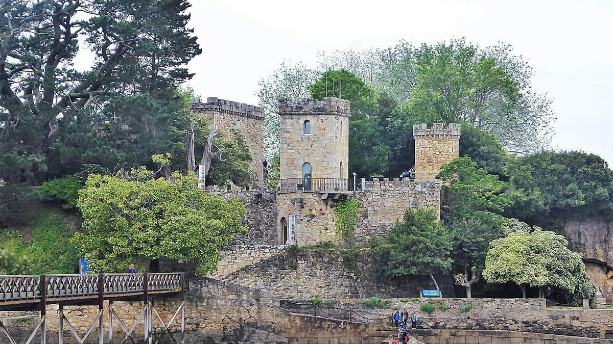 Castillo de Santa Cruz.     // M.V.