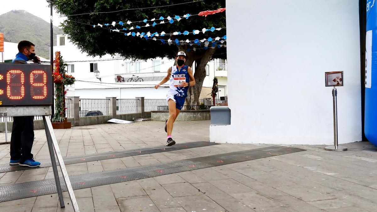Domantas Kavaliauskas y Sandra Trujillo ganadores absolutos de la prueba de 14km del IX Trail Run Almendros y Volcanes