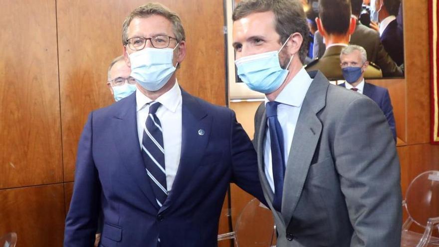 Feijóo y Casado, juntos en la toma de posesión del primero como presidente de la Xunta de Galicia el pasado septiembre. / Xoán Álvarez