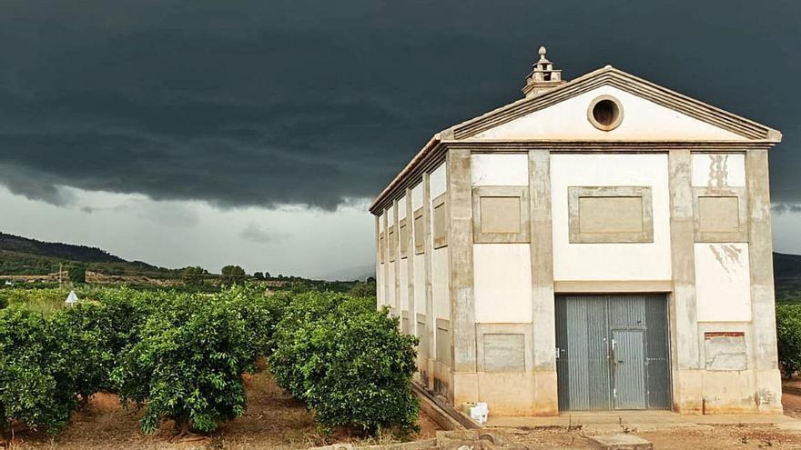 El campo mira con temor al cielo tras una granizada con daños puntuales en la Ribera