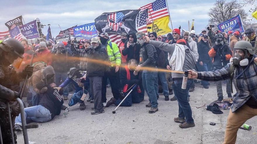 El FBI ha detenido a más de cien personas por participar en el asalto al Capitolio