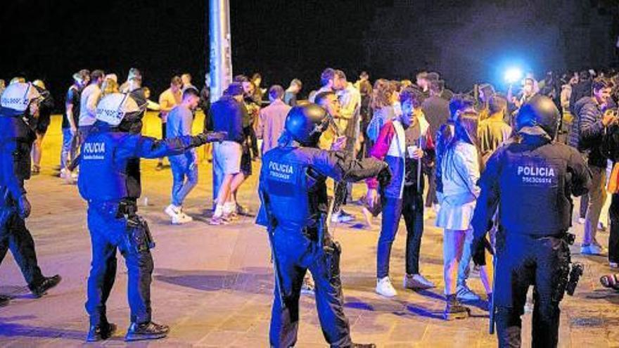 5.156 desalojados de madrugada en botellones en Barcelona