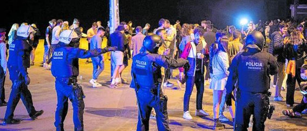 5.156 desalojados de madrugada en botellones en Barcelona |