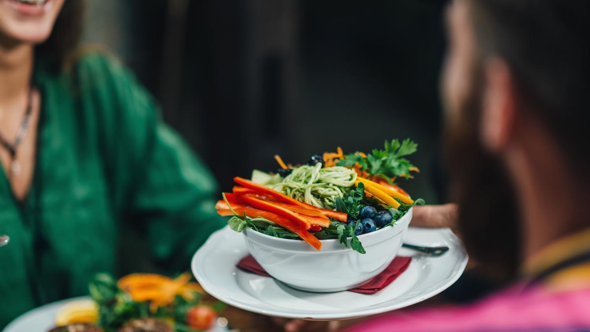 El secreto de los nutricionistas para convertir cualquier plato en una cena quemagrasas para perder peso