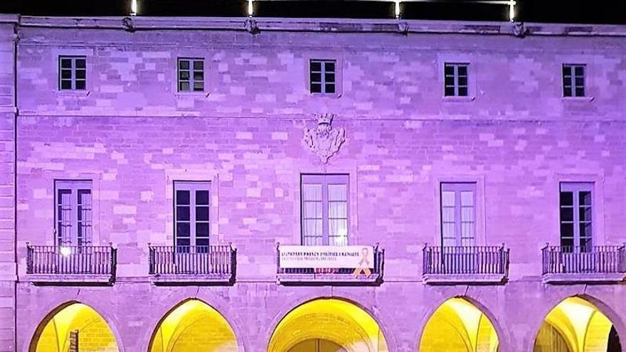 La façana de l'Ajuntament de Manresa s'il·luminarà de rosa en el Dia mundial contra el càncer de mama
