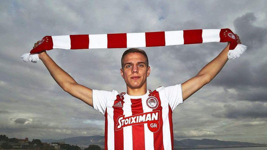 El extremo Nikola Cumic se convierte en el primer fichaje del Sporting
