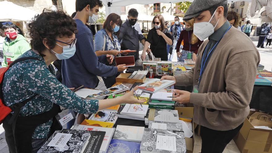 Una seixantena d'editorials signen un manifest en defensa de la fira LiberisLiber de Besalú