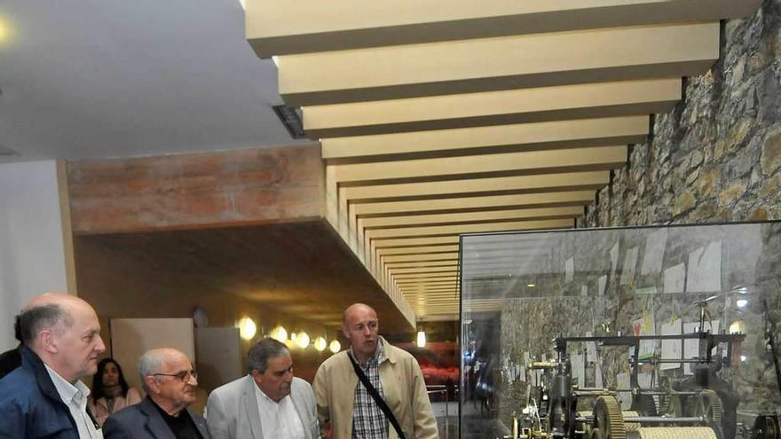 El histórico reloj de la iglesia de Ujo ya luce en la Casa de Cultura