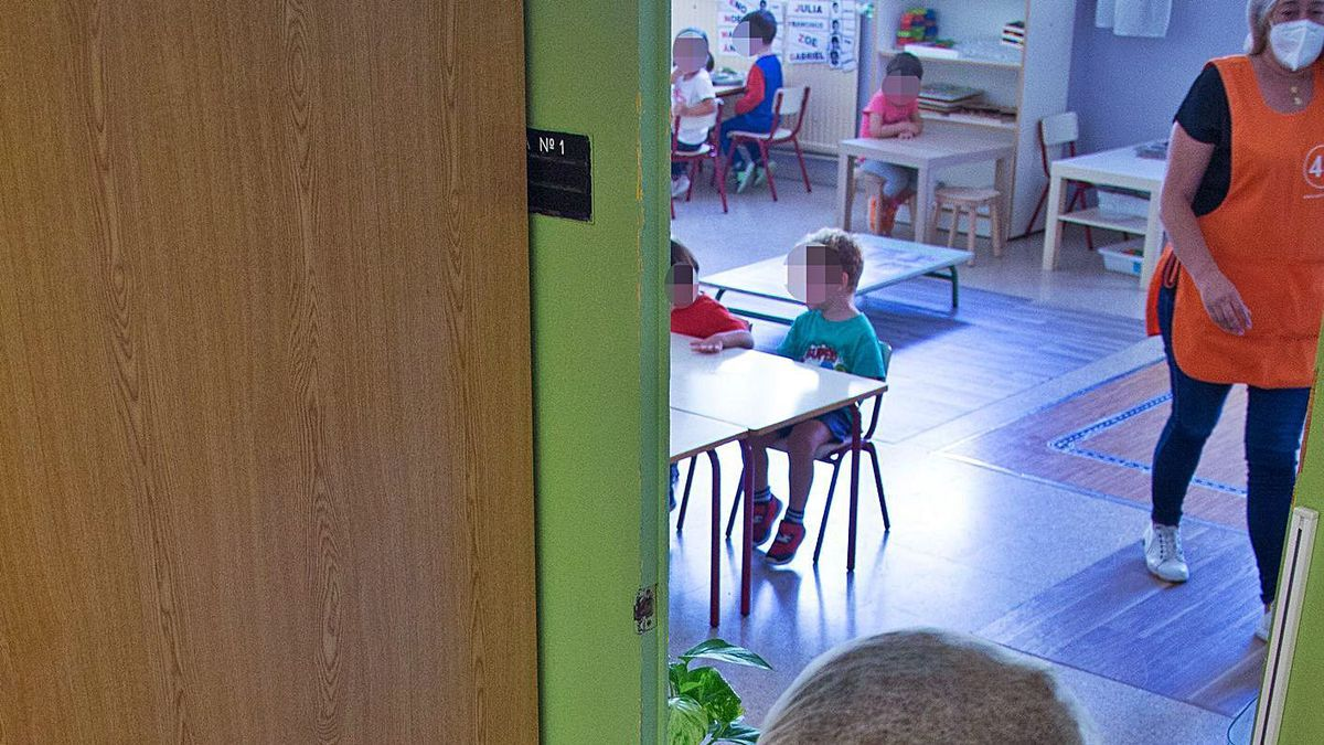 Servicio de comedor en uno de los colegios de la provincia en los primeros días del curso. | ALEX DOMÍNGUEZ