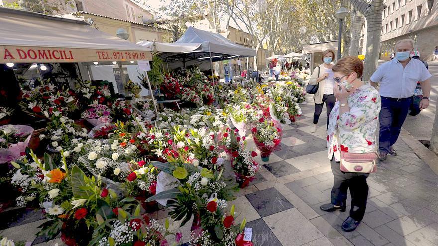Las floristas de la Rambla cargan contra la cita previa por Tots Sants