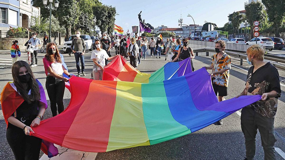 Manifestación del Orgullo LGTBI, el pasado 28 de junio en la Gran Vía de Vigo. |   // PABLO HERNÁNDEZ
