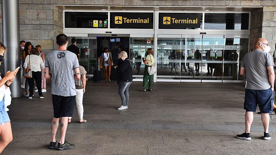 AENA prevé que Alvedro tenga menos de un millón de pasajeros desde 2022 a 2026