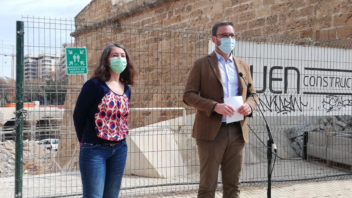 La regidora de Modelo de Ciudad de Palma, Neus Truyol, y el alcalde, José Hila.