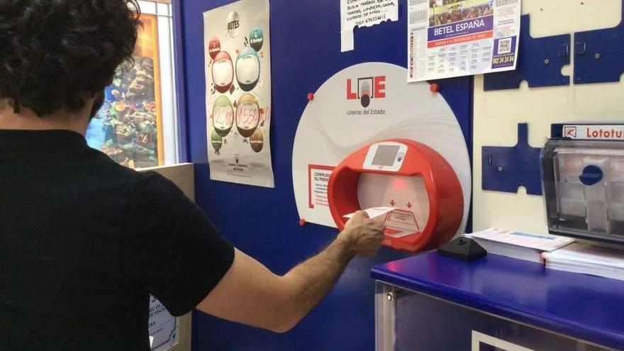 Loteros de Alicante se manifiestan en Madrid para exigir la subida de las comisiones