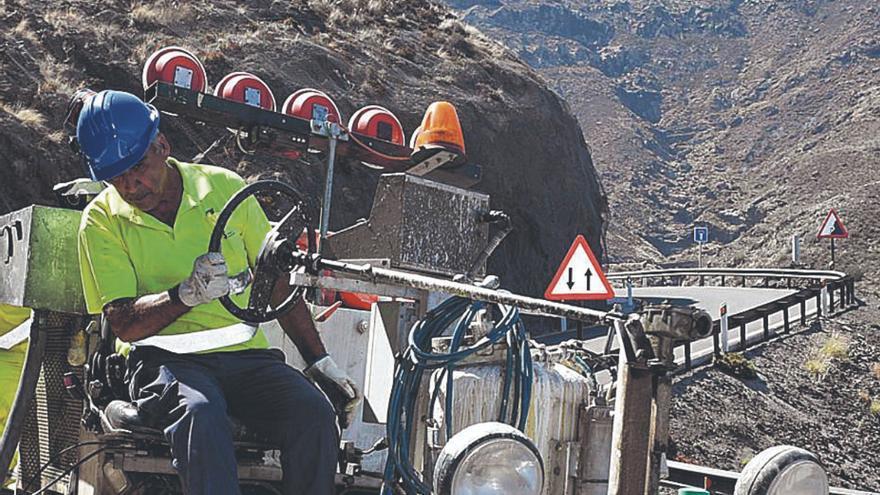 Canarias podrá utilizar los 500 millones de carreteras en los servicios públicos