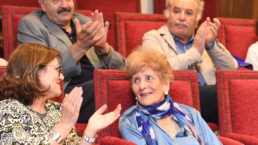 El belén municipal incorpora la figura de la poetisa Luz Pozo Garza