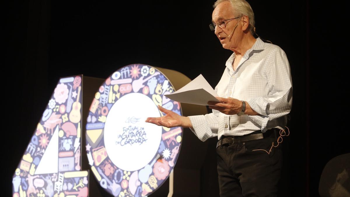 Paco Peña durante el encuentro de 'La guitarra cuenta' en el Teatro Góngora.