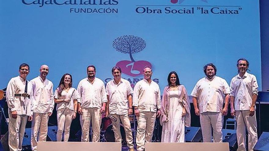 Fundación CajaCanarias y Obra Social 'La Caixa' llevan la música popular de Canarias EnCanta a más de diez mil escolares