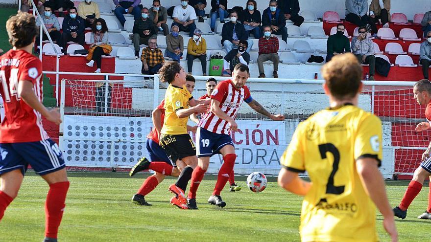 Un futbolista del Alondras da positivo en los tests del Covid-19
