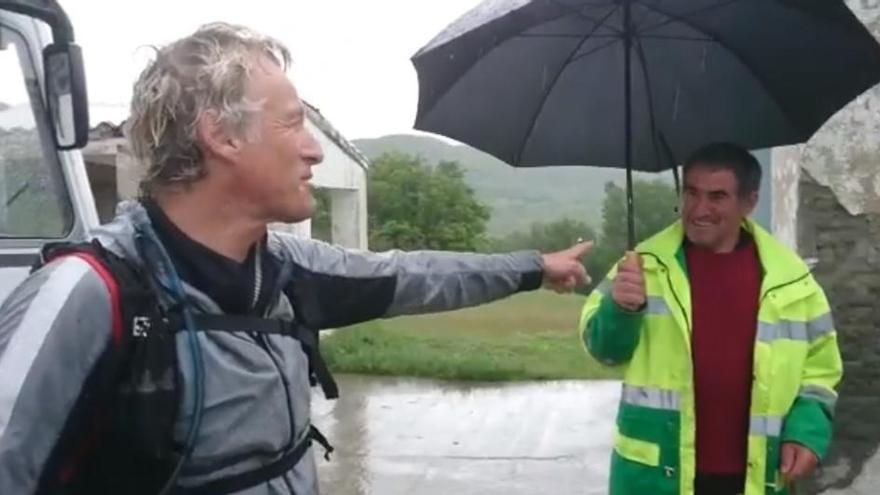 Jesús Calleja habla con un sanabrés