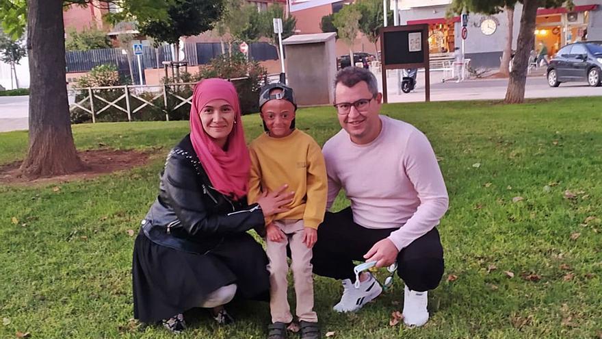 La madre de un alumno con leucemia pide en les Corts apoyo educativo