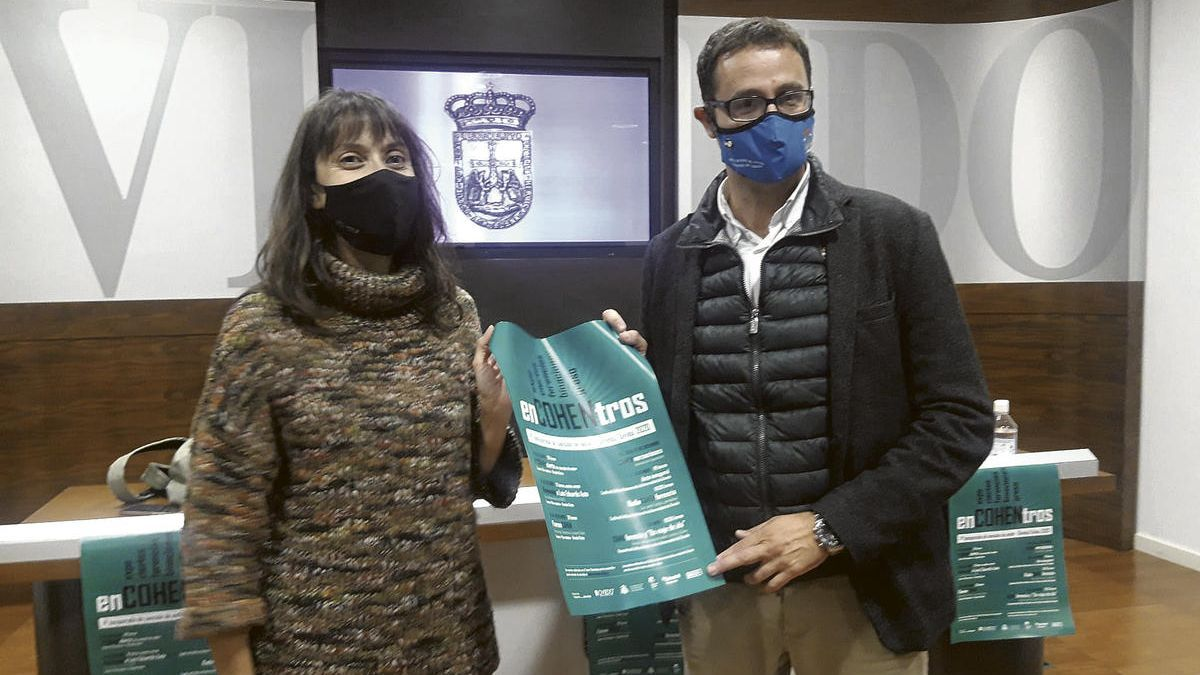 """Miriam Perandones y José Luis Costillas, ayer, durante la presentación del programa """"Encohentros""""."""