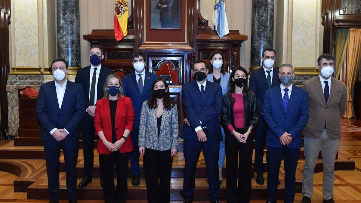 Reunión entre Concello, Diputación, Xunta y Estado para aproximar sobre el puerto