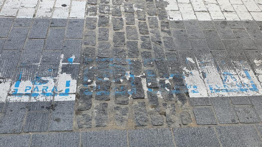 Vox San Vicente denuncia el deterioro de los pictogramas para personas con diversidad funcional