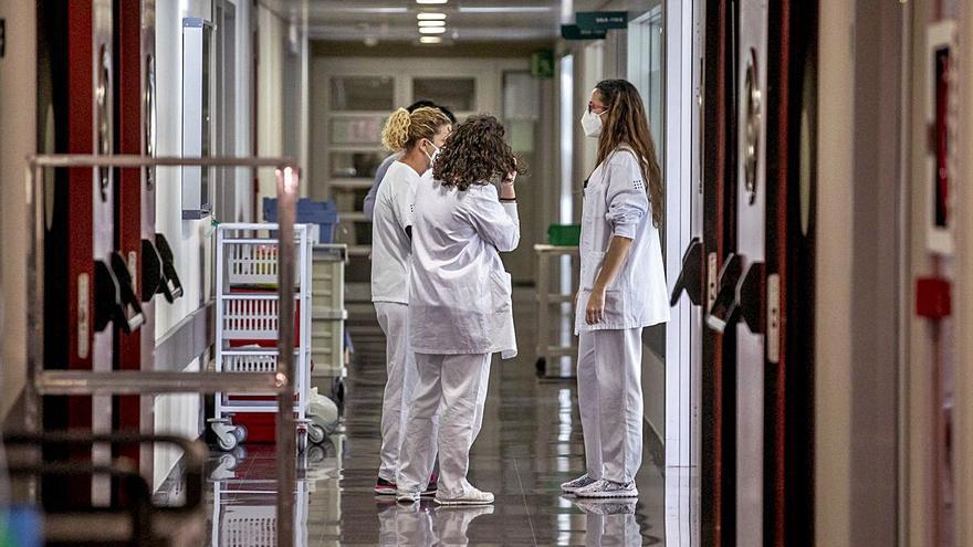 Salud incorpora a un millar de profesionales de Enfermería