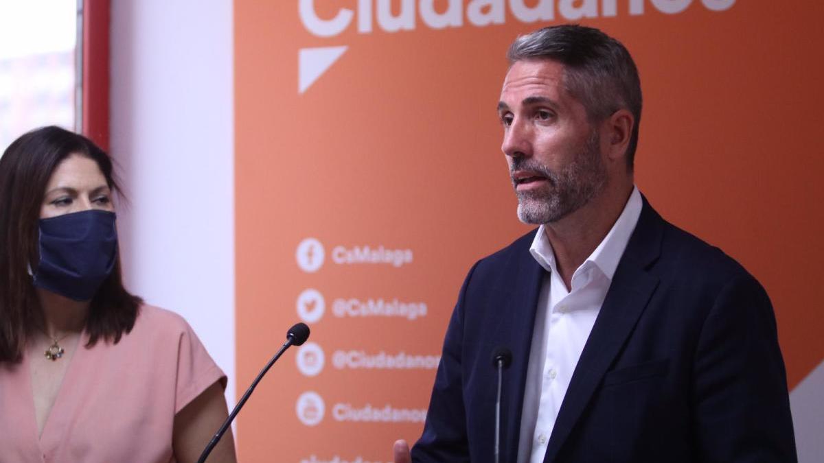 La concejala Noelia Losada y el portavoz de Ciudadanos en la Diputación, Juan Carlos Maldonado.