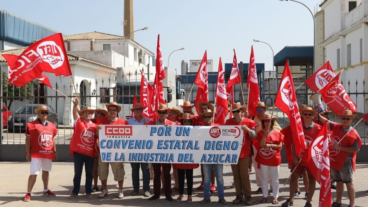 Concentración de FICA-UGT en la azucarera de Villarrubia por el bloqueo del convenio