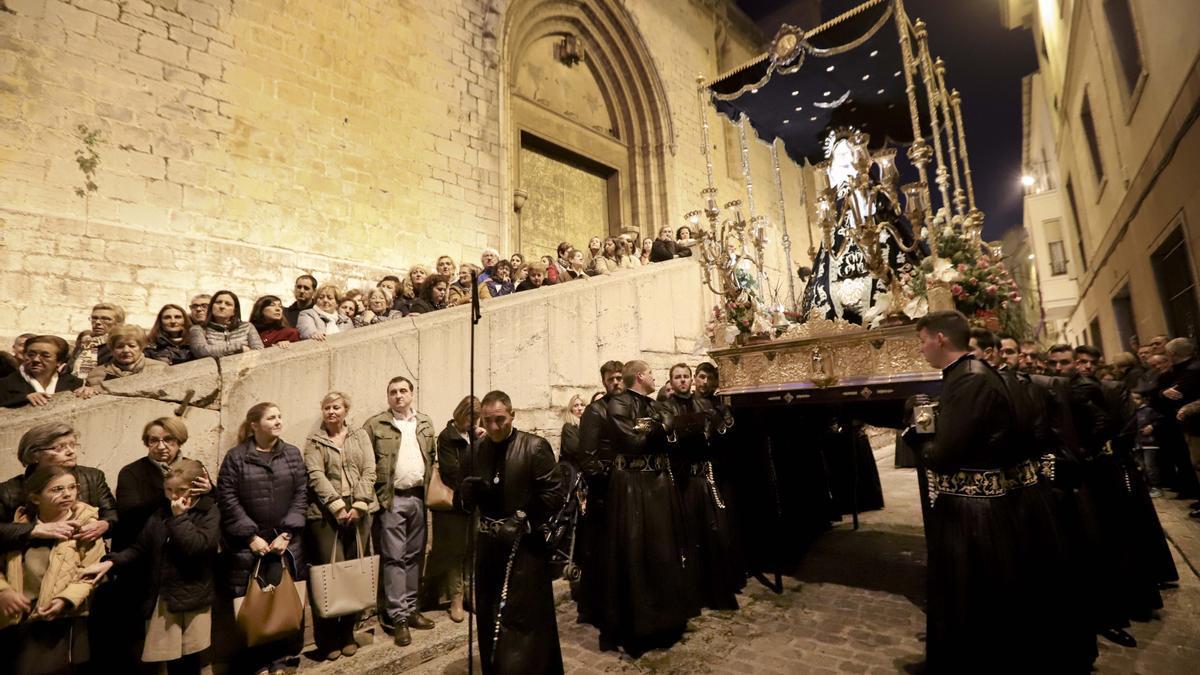 Momento de la procesión de El Encuentro.