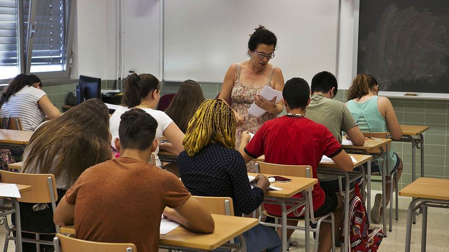 Educación prevé mantener el incremento de docentes para mejorar el nivel de los alumnos