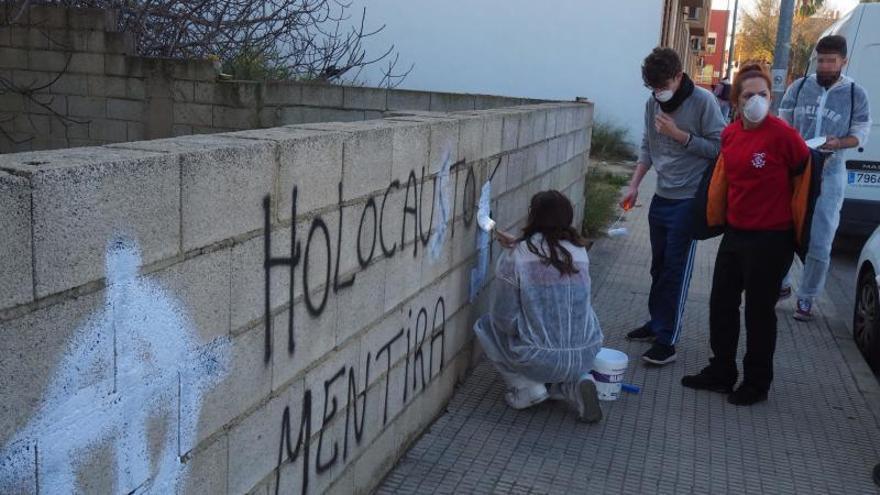 La fiscal pedirá la máxima pena para el presunto autor de las pintadas nazis
