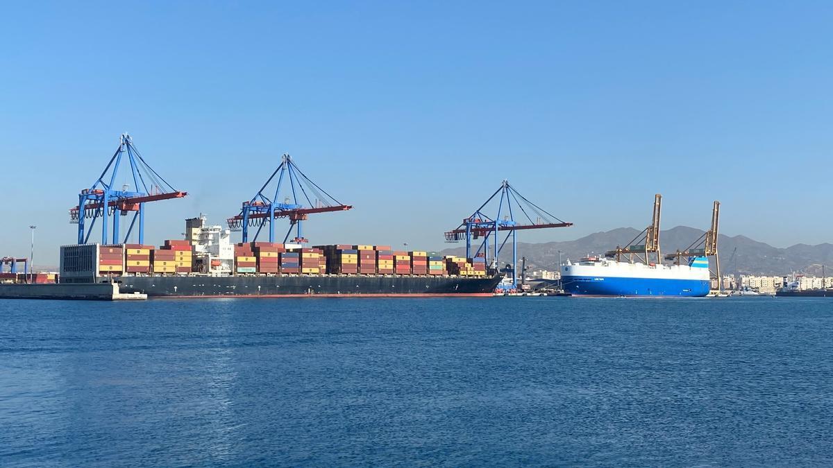 Buques portaconenedores en el puerto de Málaga