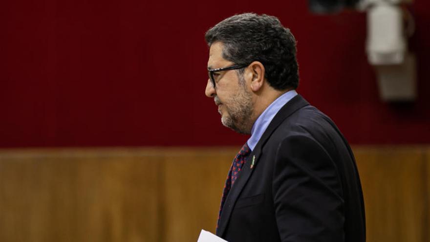 """Vox amenaza con tomar """"medidas"""" ante el """"desafío"""" de Francisco Serrano"""