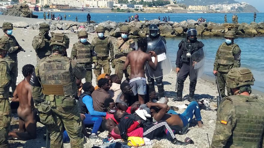 La tensión continúa en Ceuta pese a que Marruecos vuelve a cerrar el paso a los migrantes