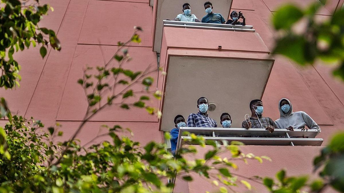 Un grupo de migrantes que estuvieron alojados en un hotel de Puerto de la Cruz.