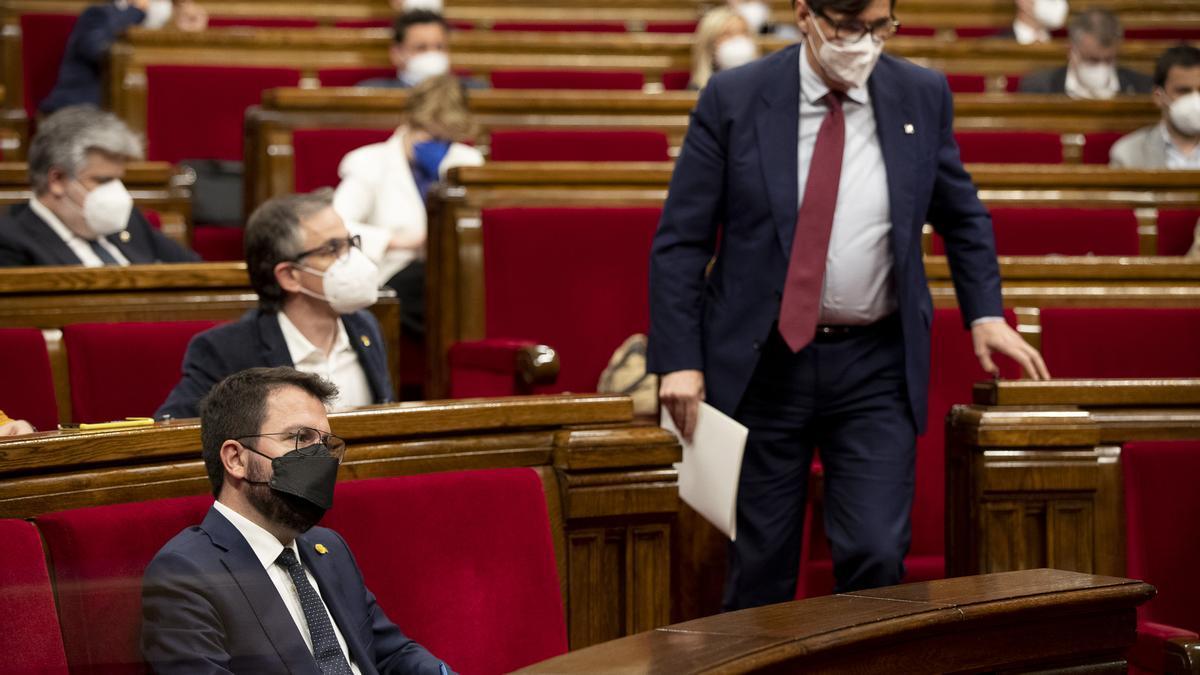 El portaveu del PSC, Salvador Illa, s'adreça al faristol del Parlament durant el ple d'investidura de Pere Aragonès.