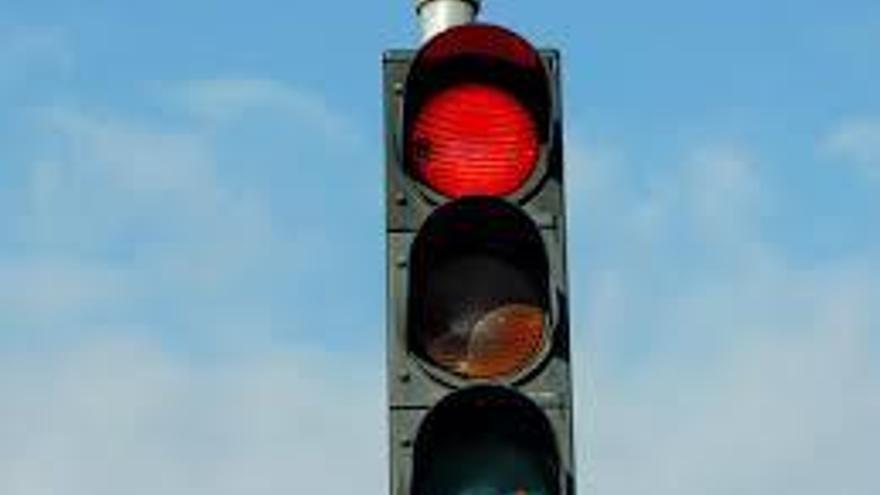 Instalan semáforos en El Palmar para regular la entrada y salida de vehículos