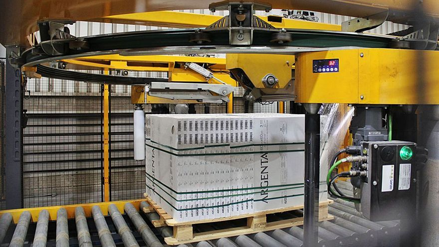 Argenta instala una  línea  de embalaje para grandes formatos en Vall d'Alba