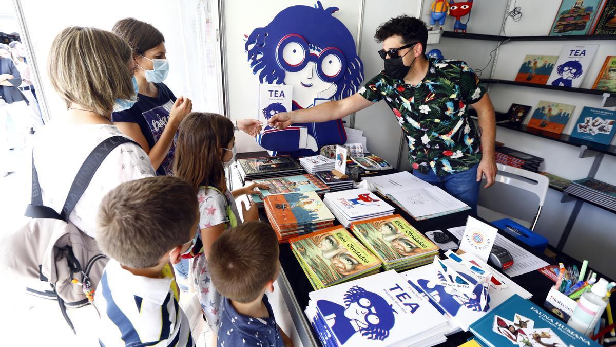 La Feria del libro de Zaragoza ha celebrado su primer día.