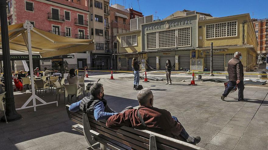 Los comerciantes exigen un impulso a la plaza de las Flores tras 4 años de vallado