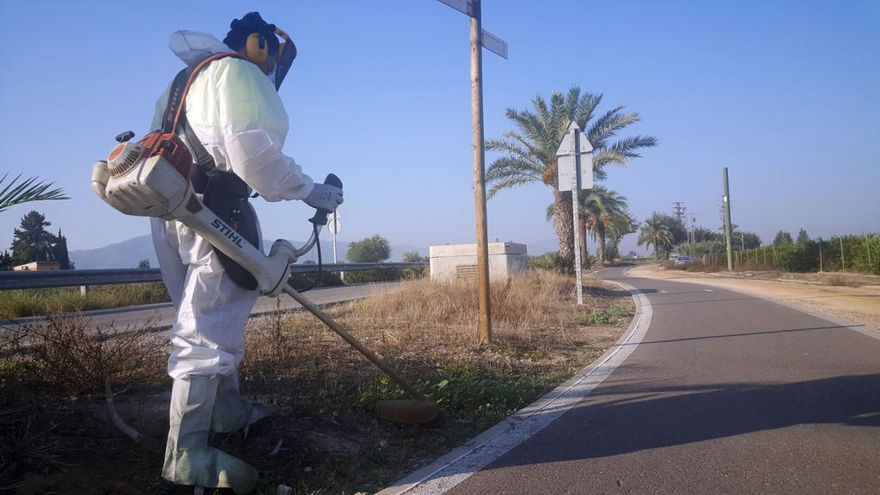 Ponen a punto el carril bici entre El Raal y La Contraparada
