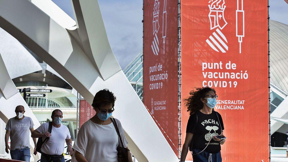 Vacunació massiva a la Ciutat de les Arts i les Ciències.