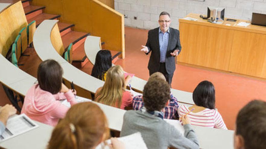El Consejo Escolar del Estado recomienda reducir el horario lectivo de los docentes