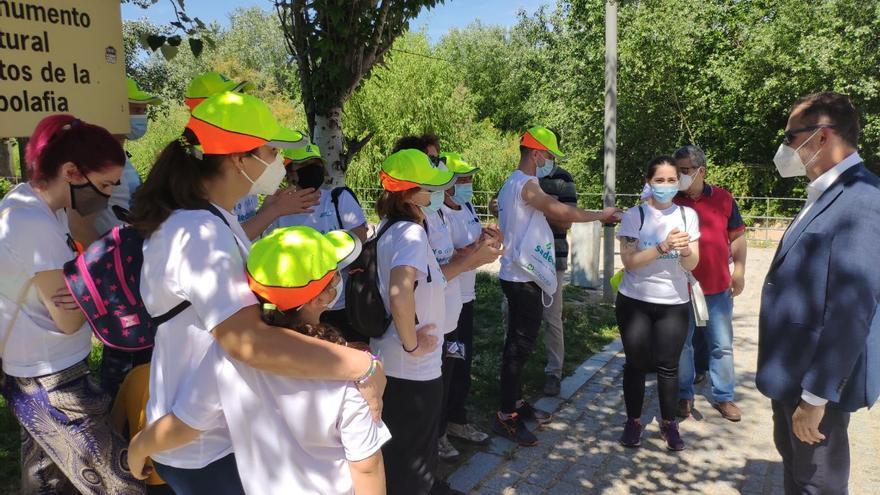 Cerca de 200 voluntarios recogen casi 35 toneladas de basura junto al río en Córdoba