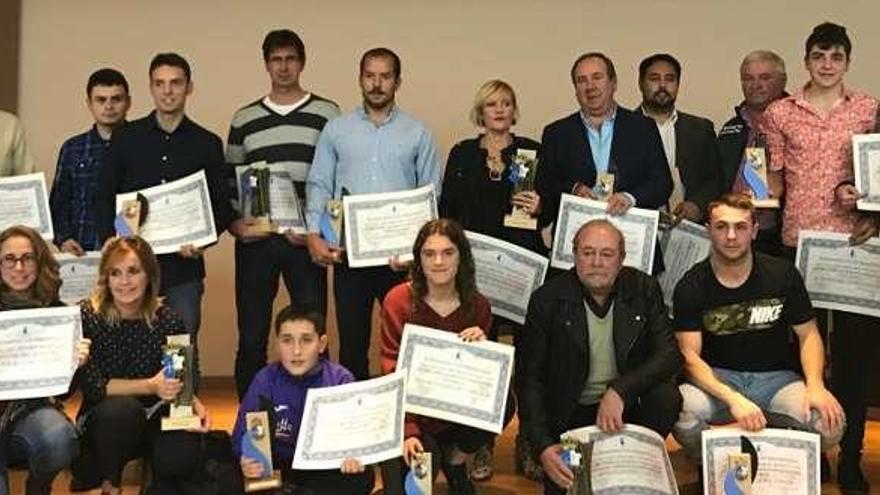 Emoción en el homenaje a los deportistas del año en Ribadesella