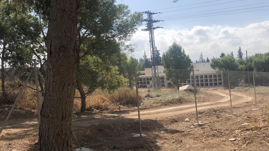 El PSOE denuncia que la ampliación del cementerio de Orihuela se acerca a las casas