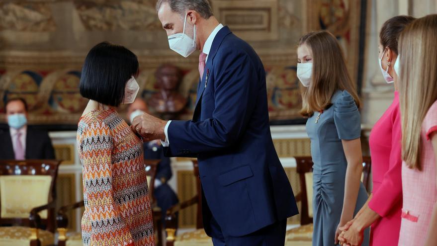 El Rey entrega a la zaragozana Cristina Crespo la Medalla al Mérito Civil